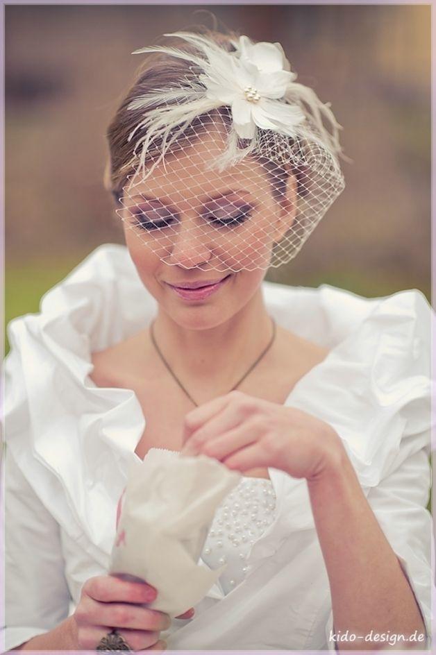 Braut haarschmuck mit schleier  Haarschmuck Fascinator Bella _15_ & Schleier | Die braut ...