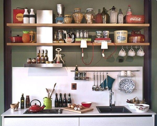 prateleiras na cozinha para organizar utensílios