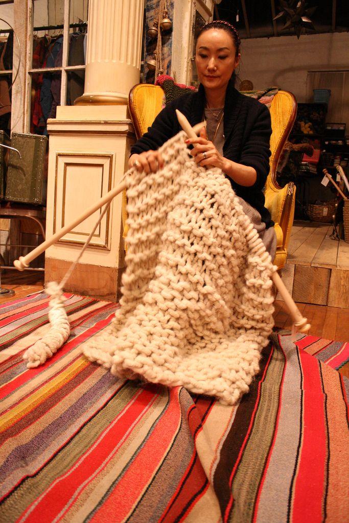 0f11f1ca3 I really want these HUGE knitting needles!