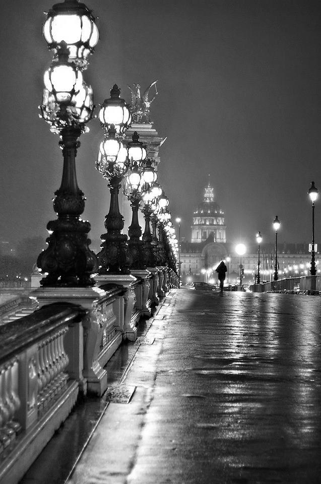 Paris en pleine nuit nest ce pas magnifique