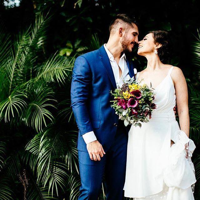 .beijo|de|borboleta. #casamentodedia #casamentonocampo #casamentoaoarlivre #wedding #bride #groom #bouquet #love #colecionocasaisfelizes #colecionocasaisfelizes_flaviavalsani #pedroecamis