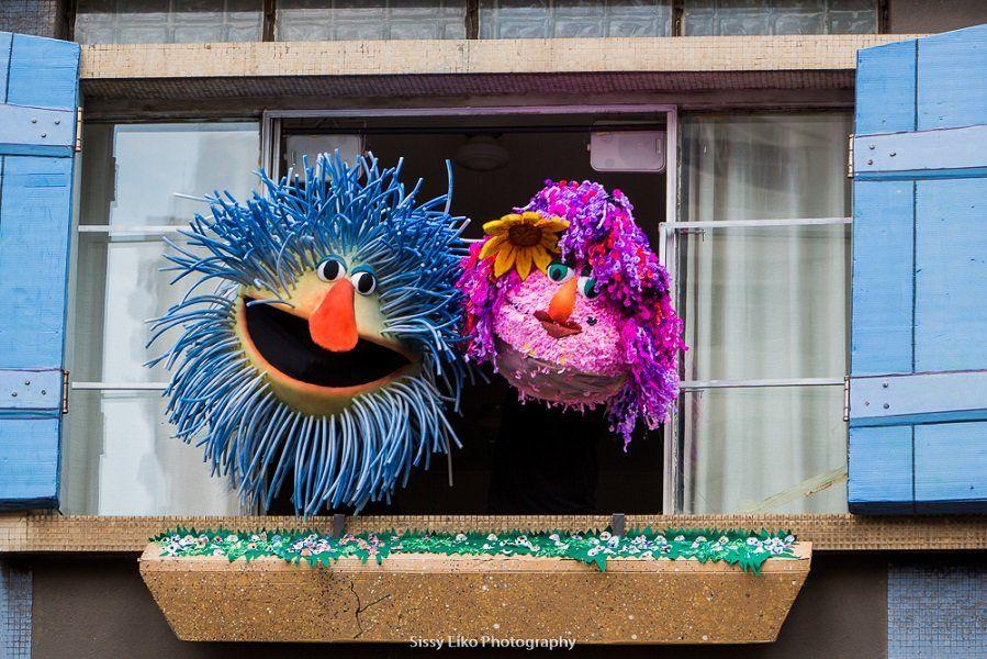 """O Grupo Esparrama volta a ocupar as janelas do Edifício São Benedito, localizado de frente para o Minhocão (como é conhecido o Elevado Costa e Silva), com o espetáculo """"Esparrama pela Janela""""."""