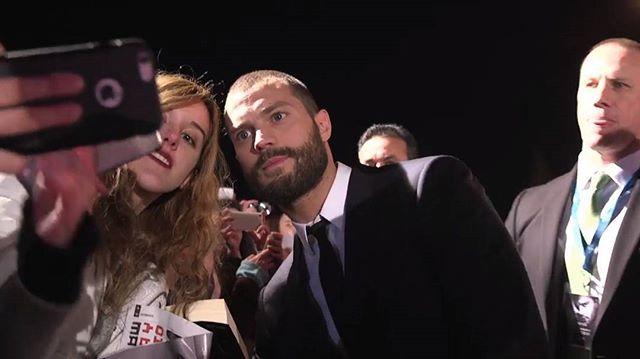 Jamie with Fan at Madrid premiere ❤  #dakotajohnson #jamiedornan #anastasiasteel #christiangrey #fiftyshadesdarker #fiftyshadesoffreed #fiftyshadesofgrey ◽