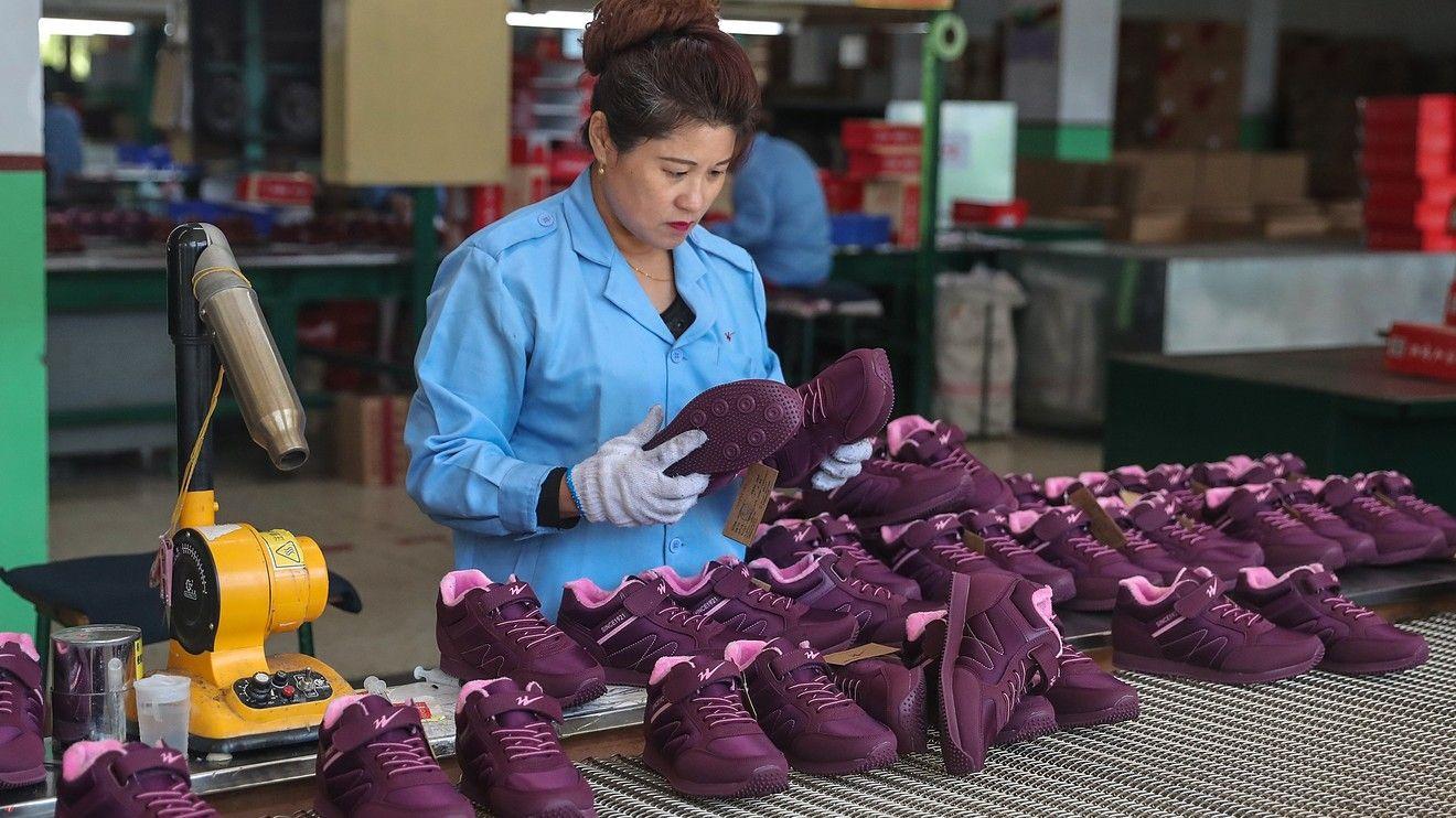 U.S. stock futures drop ahead of jobs data as gloomy China