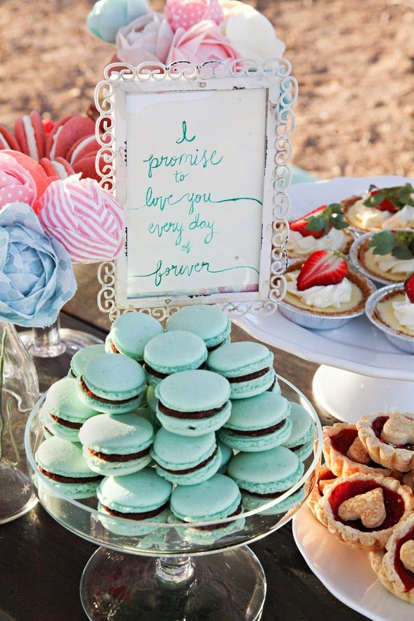 Spring picnic nuptials  |  The Frosted Petticoat