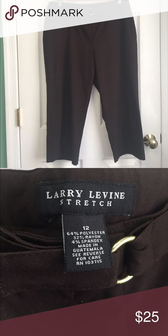 New Larry Levine Brown Stretch Crop Trouser 12 Brown size 12. Cropped Trouser pant. Latch closure with a loop/button belt detail. Stretch fit. K Larry Levine Pants Ankle & Cropped