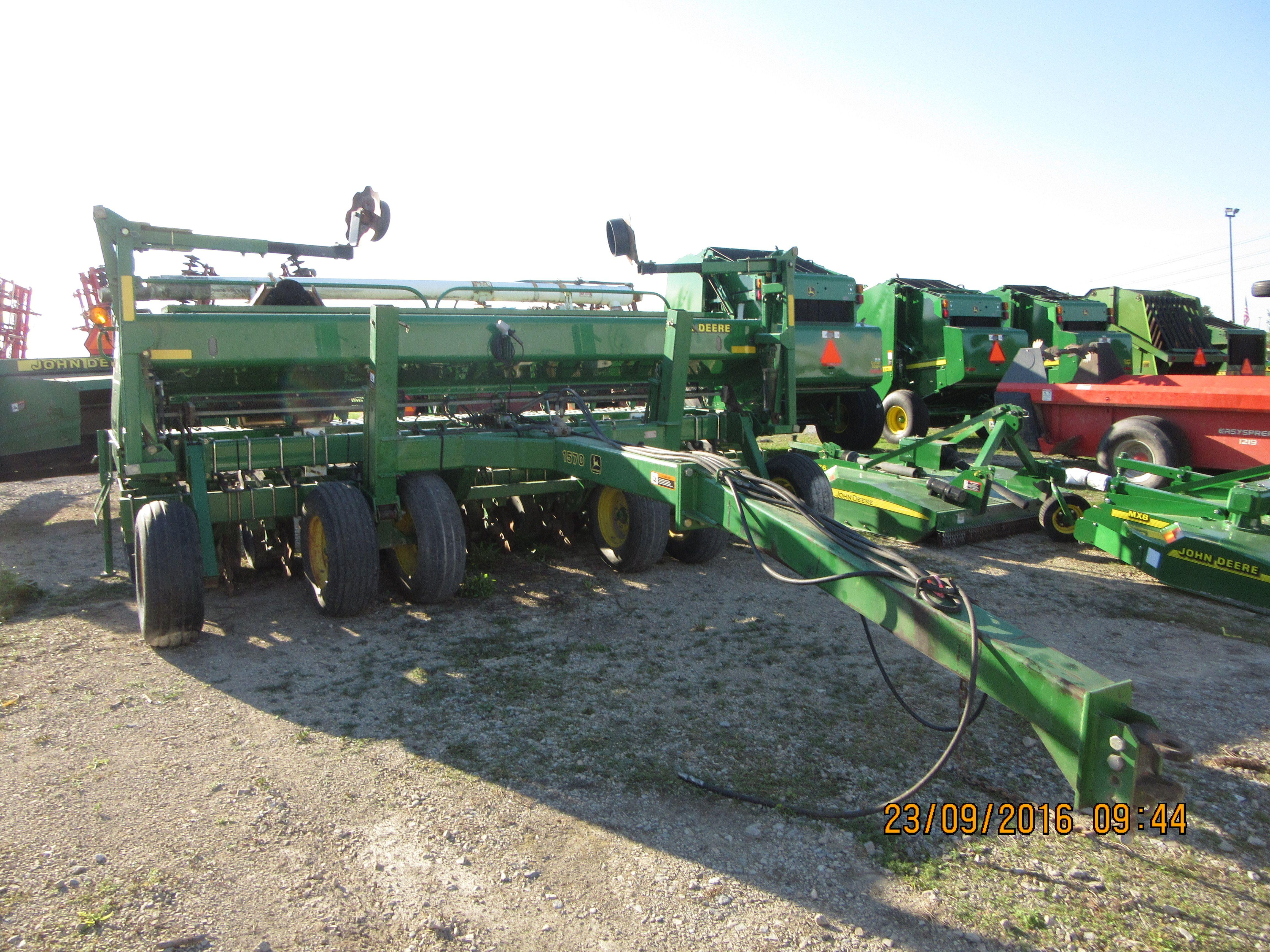 John Deere 1570 grain drill | JD Farm Equip-my pictures | Grains, Drill