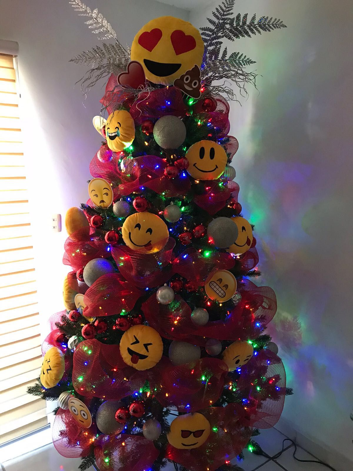 Pin By Catarina Oliveira On Emoji Christmas Tree Emoji Christmas Tree Emoji Christmas Christmas Decorations