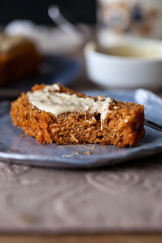 Sweet carrot and apple bread, made with healthier ingredients! Perfect for breakfast or as a little treat with your afternoon tea or coffee!