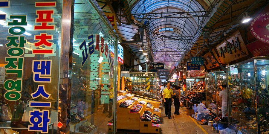Hasil gambar untuk dongdaemun market