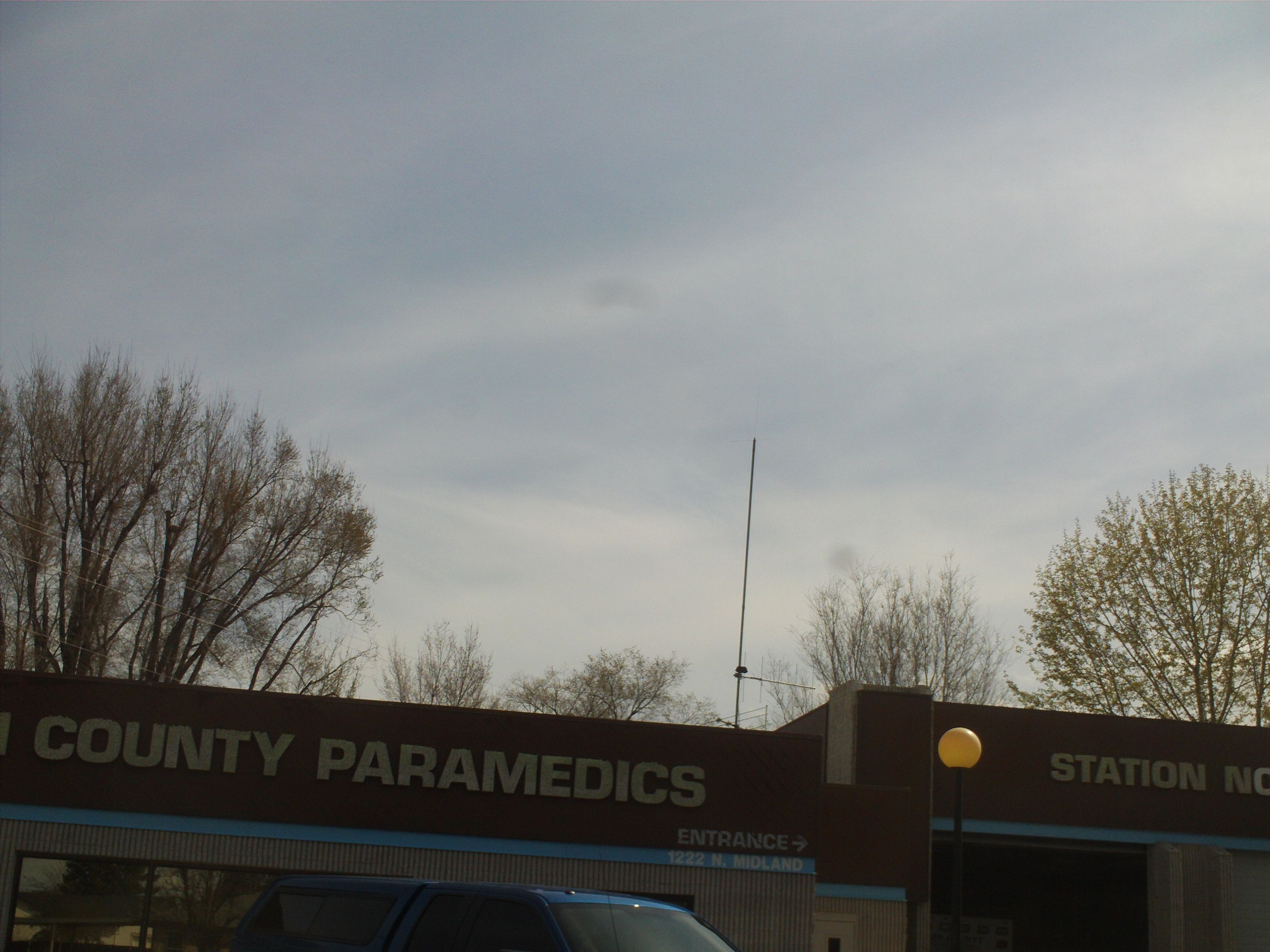 Pt 249 april 2014 antenna on paramedic building looks