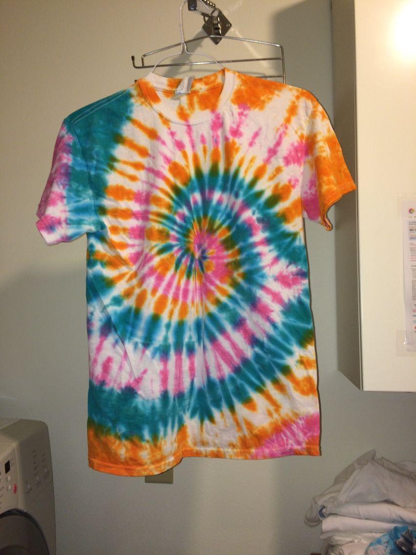 Contrasting Colors Look Best Tie Dye How To Tie Dye Tie Dye Shirts [ 1136 x 852 Pixel ]