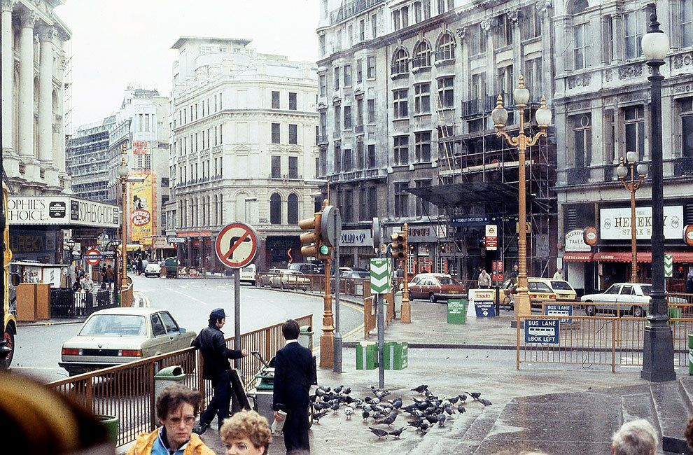 A Photographer Took Glorious Colour Photographs Of London In Early 1970s