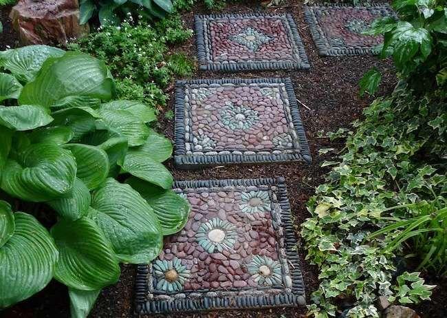 10 DIY Step Stones To Brighten Any Garden Walk