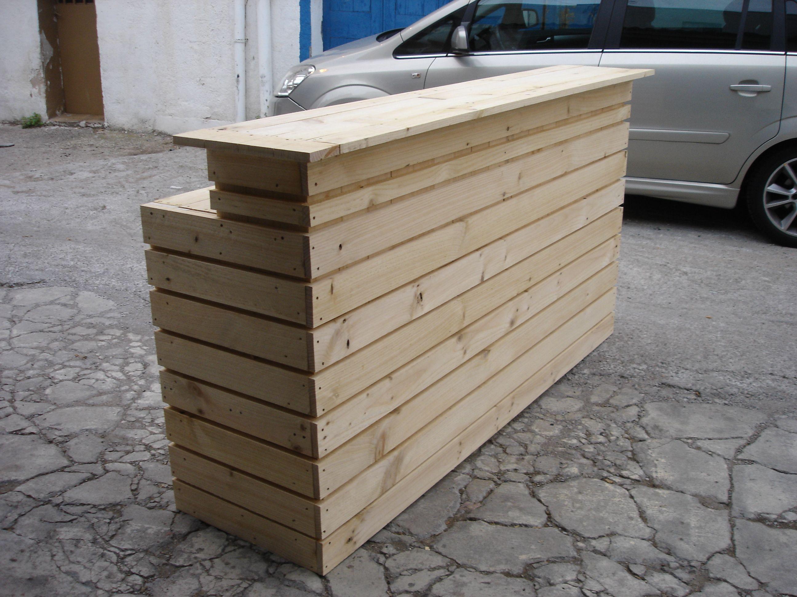 Barra de bar rustica mostradores y barras para tiendas for Barras en madera para bar