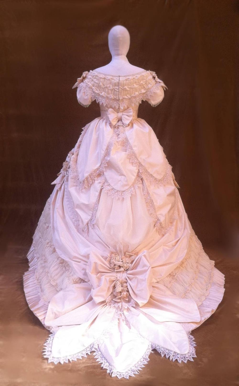 1860s Wedding Dress Ball Gown Victorian Dress Ball Dresses Ball Gowns Victorian Historical Dresses [ 1609 x 1000 Pixel ]