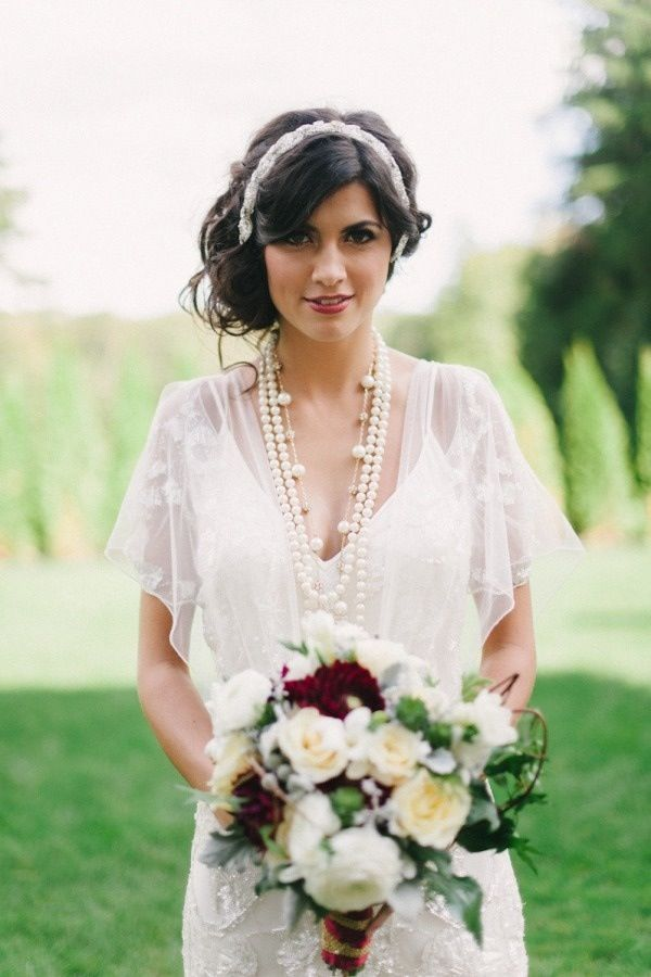Vintage-inspired wedding dress, accessorized with strands of pearls. #1920's #wedding #fashion