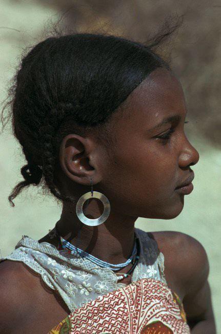 Africa   Portrait of a young Tuareg girl.  Timbuktu, Mali   ©Michel Renaudeau