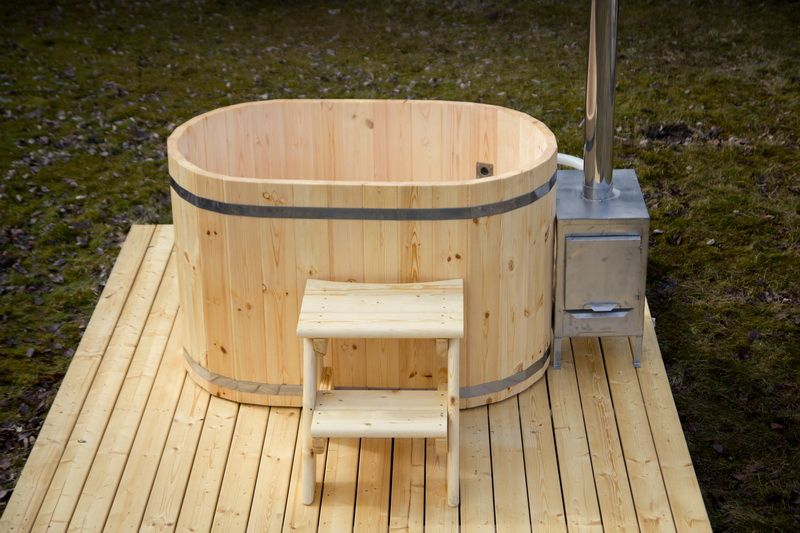 Image result for japanese ofuro outside | Hot tub, Cedar ...