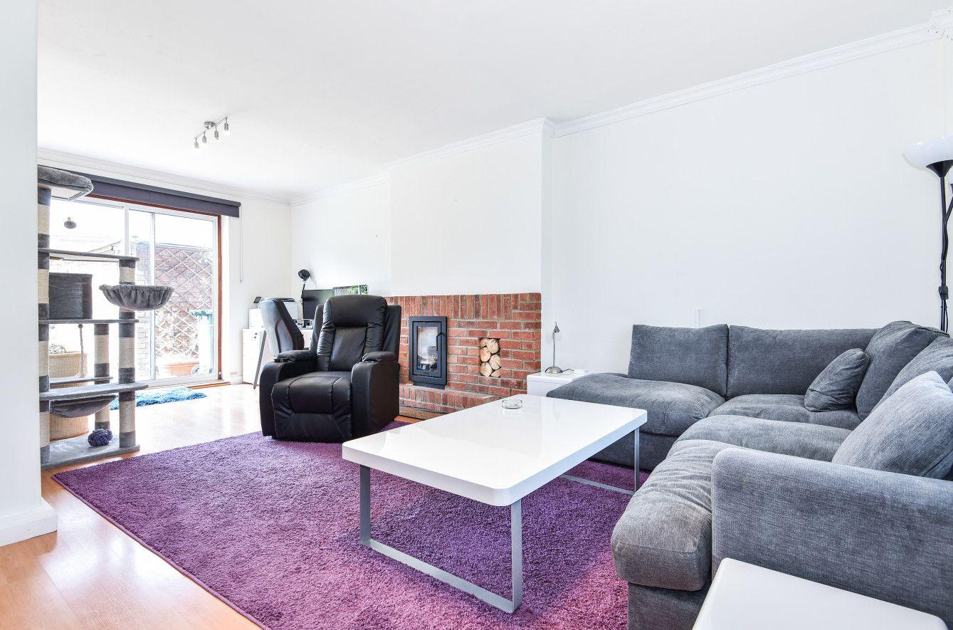 Four Bedroom Mid Terrace Home decor