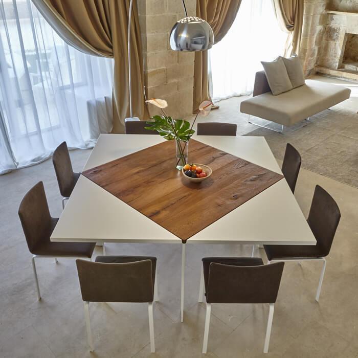 Un tavolo allungabile e quadrato per gli ospiti nel 2020