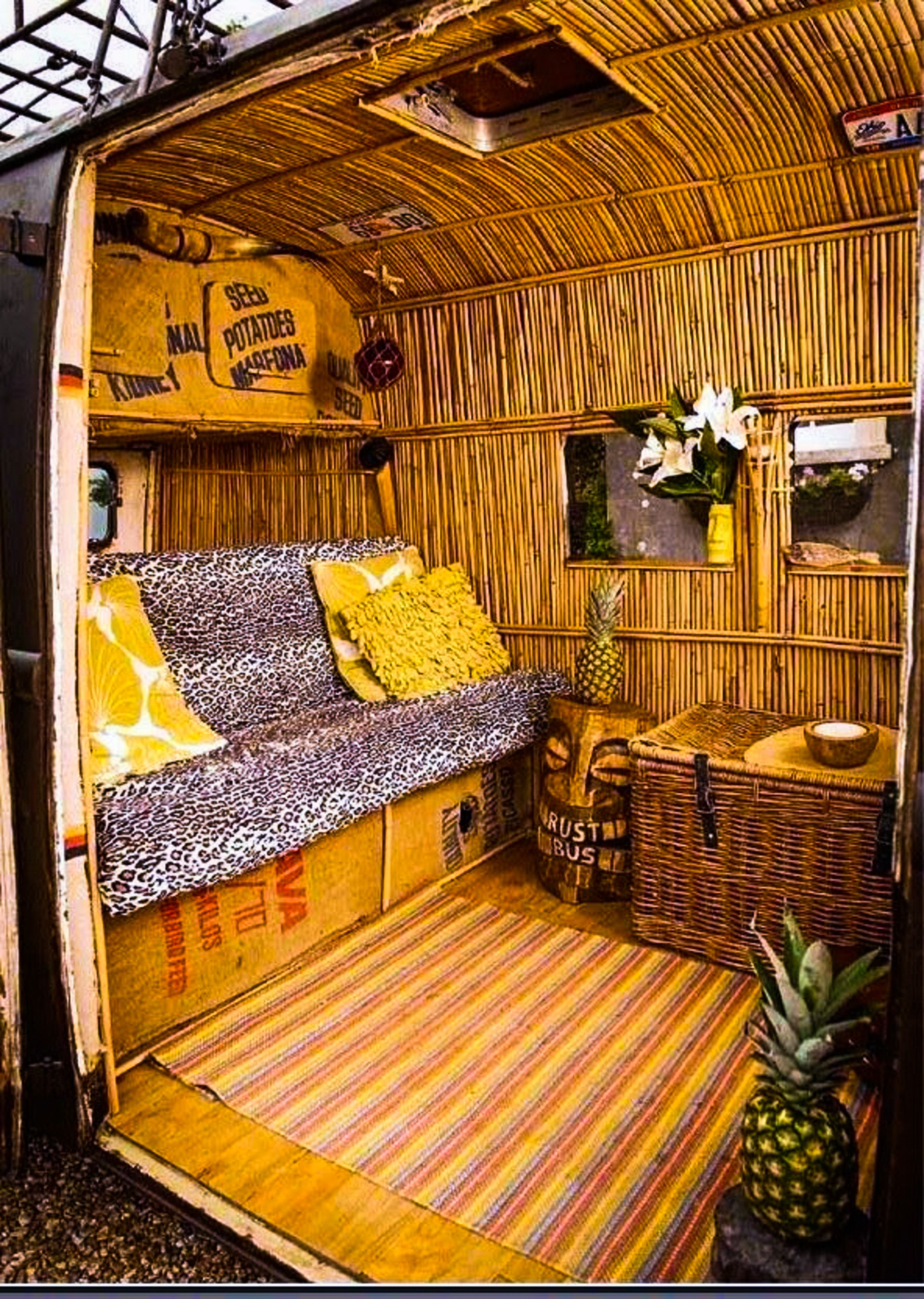 veedub camper 39 tiki 39 bus escaparates verano 2017 pinterest escaparate y verano. Black Bedroom Furniture Sets. Home Design Ideas