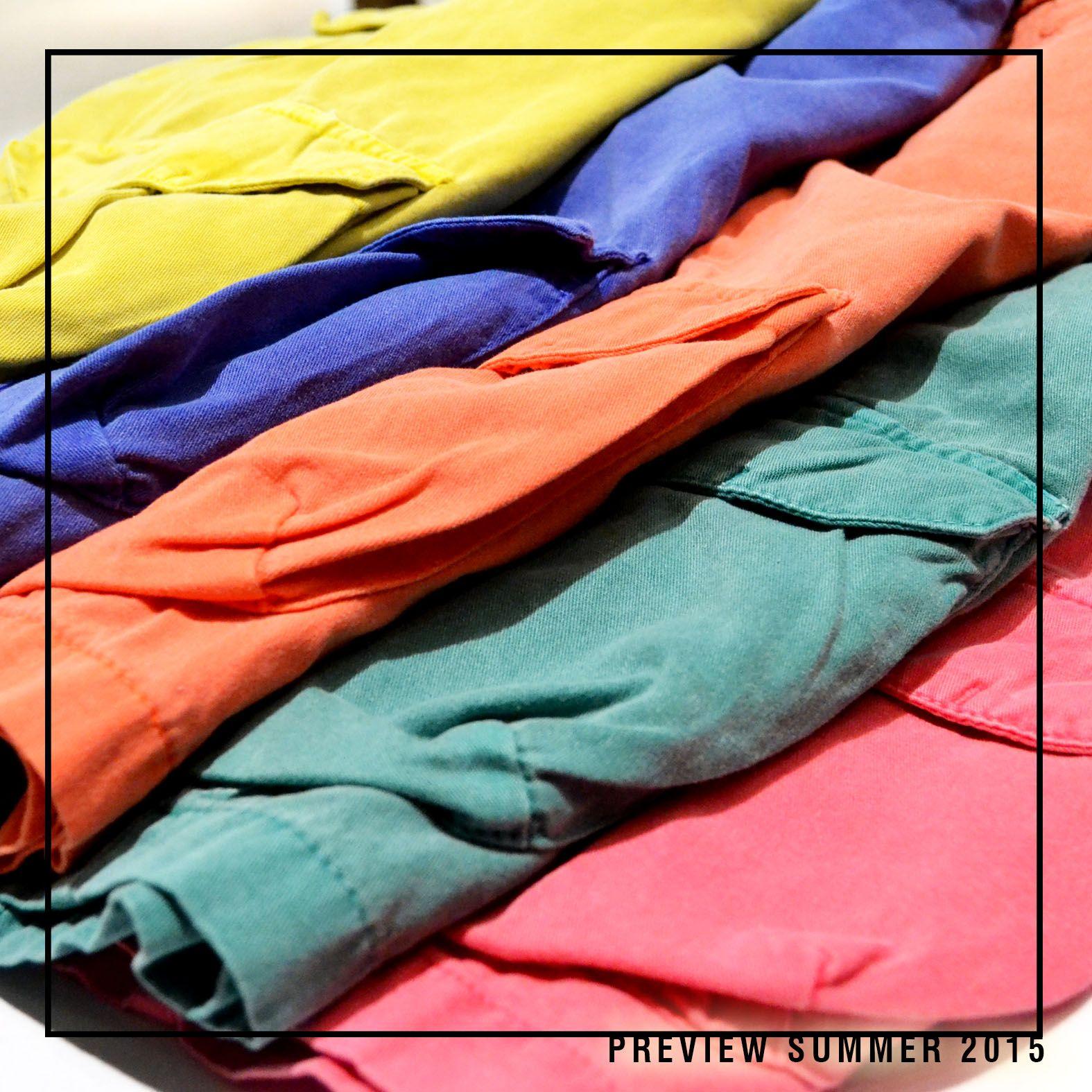 Bermudas coloridas em versão cargo.