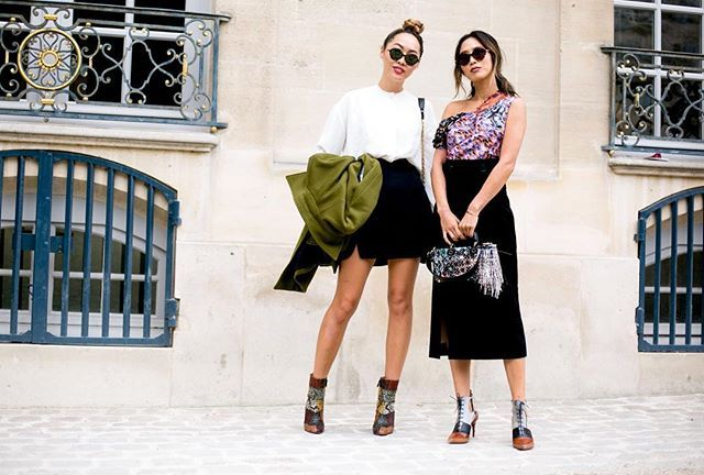 whatAsongsisters! Never play with them #whatAstreet @thecomplainers #aimeesong #danisong #dior #show #detail #accessories #fashion #moda #streetstyle #paris #fashionweek #pfw #thecomplainers #adrianocisani