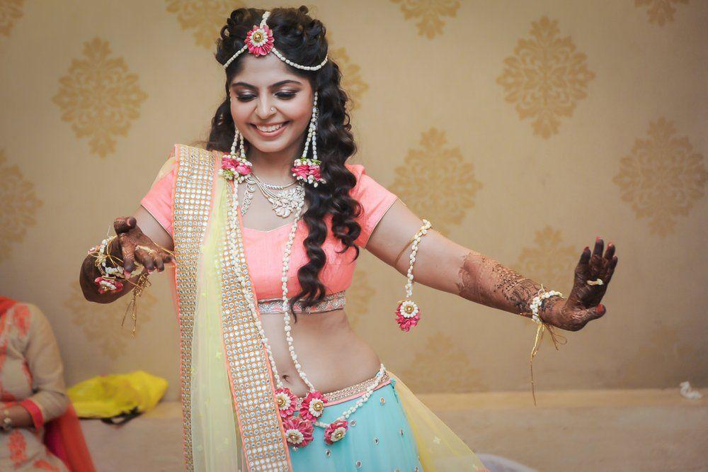 I Mehndi Flower Jewelry : Mumbai weddings wedding story mehendi and floral