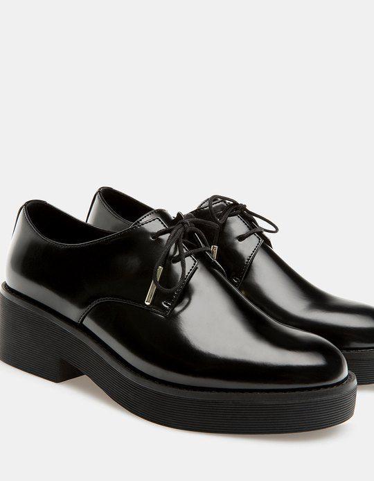 1 Para En Encontrarás Mujer Stradivarius Plano Zapato Acordonado Por TKuJ1Flc3