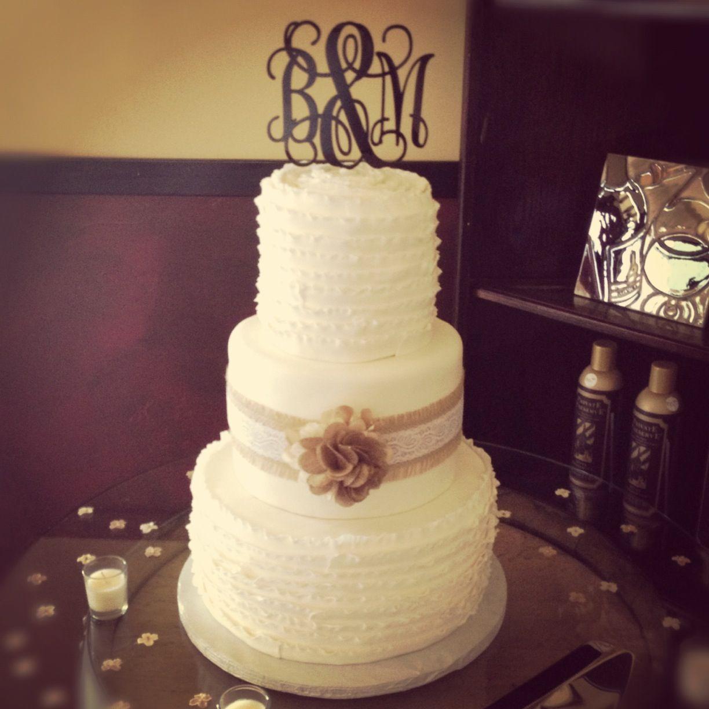 29 Wedding Cakes With Vintage Vibes: White Ruffled Wedding Cake With Burlap And Lace. Elegant