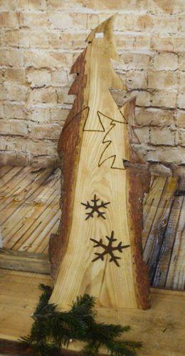 #Einzigartige #Holzgestaltung #und #Urige Urige und einzigartige Holzgestaltung        Holzschild Rinde, Tannenbaum mit Schneeflocken Edelrost #holzscheibendeko