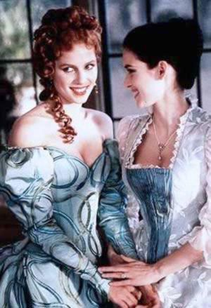 Sadie Frost As Lucy Westenra And Winona Ryder Mina Harker In Bram Stokers Dracula By