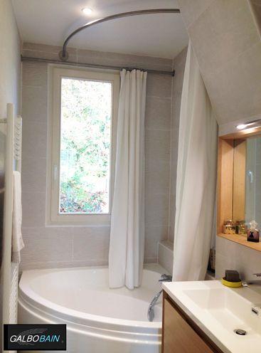 baignoire d 39 angle cyclade lapeyre devant une fen tre. Black Bedroom Furniture Sets. Home Design Ideas