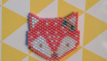 Mon petit renard en perles miyuki monté en pendentif