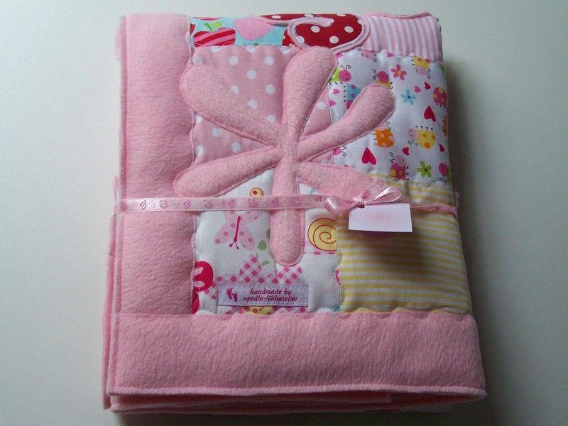 *Diese süße, kuschelige Babydecke im Patchworkstil ist das ganz besondere Geschenk für die werdende Mama oder auch für Sie selbst.*   Handgefertigt, mit viel Liebe....