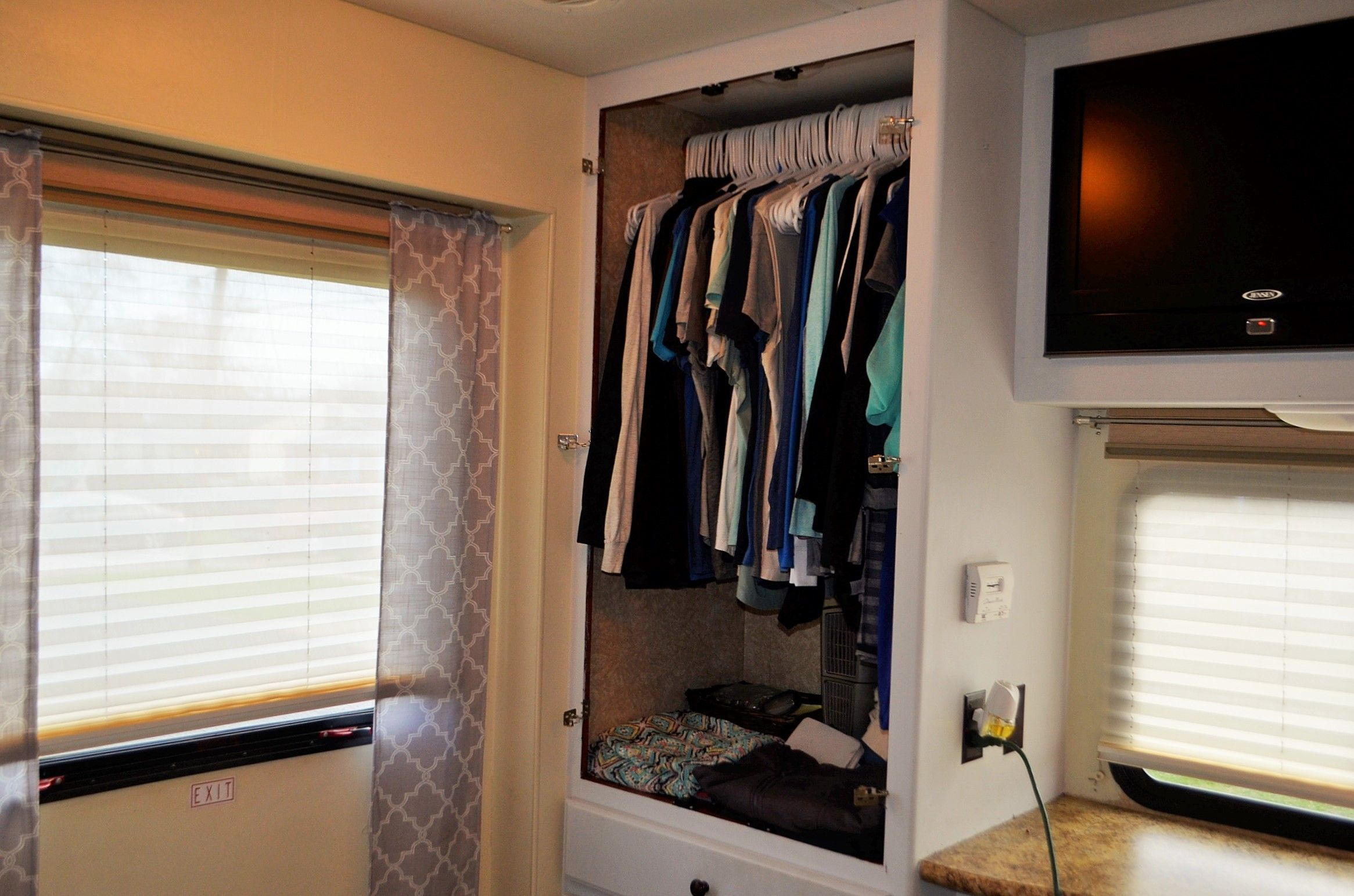 Rv Closet Doors Makeover With Images Tiny House Closet Door Makeover Closet Redo