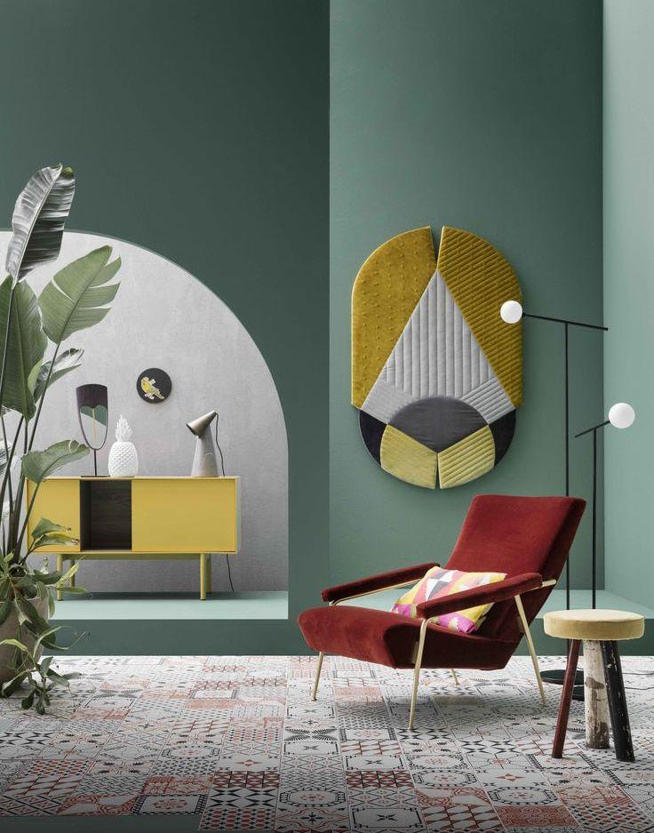 Entree Au Style Pop Couloir Seventies Papier Peint Peinture Coloree Meubles Couleurs Vives Vestiaire Mode Decoration Interieure Deco Interieure Deco Maison