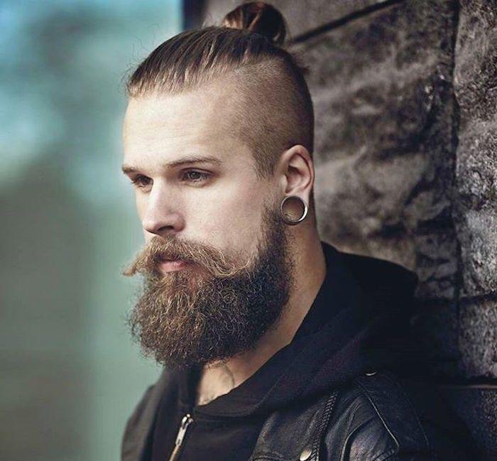 man bun top knot le chignon homme la pointe de la tendance hipster beards. Black Bedroom Furniture Sets. Home Design Ideas