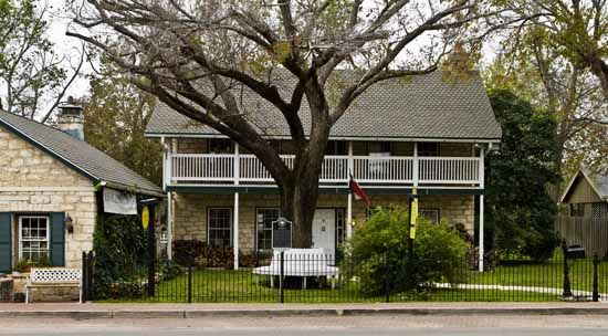 8 Chisholm Trail In Round Rock Tx Was Known As The Dr William M Owen House And Includes The Old Round Rock Post Offic Stone Houses Historic Homes House Styles The wichita chisholm trail marathon is kicking off its inaugural race march 24, 2019. pinterest