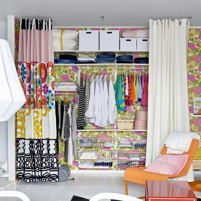 Un grand dressing cach derri re un rideau chambre dressing dressing chambre et rideau dressing - Rideaux pour placard de chambre ...