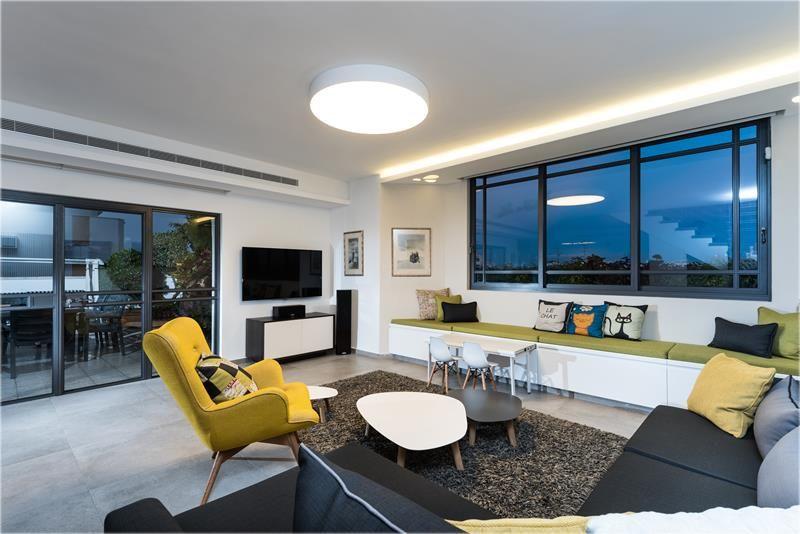 שלוש פינות: עיצוב בית שדייריו אוהבים טיולים, אורחים וחתולים   בניין ודיור