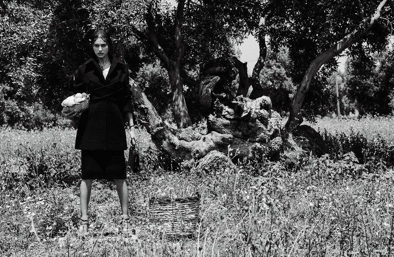 IRINA SHAYAK DESLUMBRA NA VOGUE JAPO SETEMBRO 2016  Fragmentos de Moda