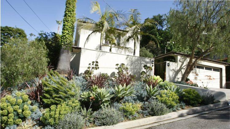 Ein Vorgarten mit Hang Gartengestaltung Pinterest Gestalten - garten gestalten vorher nachher