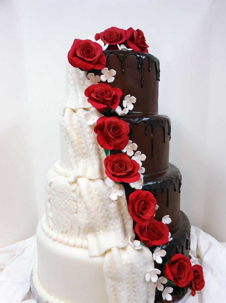 Rote Rosen trennen Fondant und Schokolade voneinander