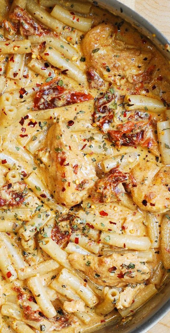Sun-Dried Tomato Pasta with Chicken and Mozzarella