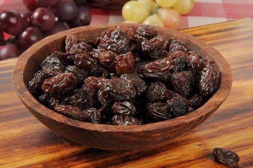 Aujourd'hui, nous allonsvous conseiller la cure de désintoxication du foie aux raisins secs, dont les effets permettent d'éliminer les toxines de façon saine.