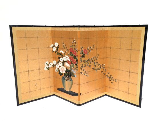 #japanesescreen #foldingbyobuscreen #japanesebyobu #japanesesilkbyobu #fourpanelscreen   Japanese Floral Byobu Screen by ErinLaneEstate on Etsy