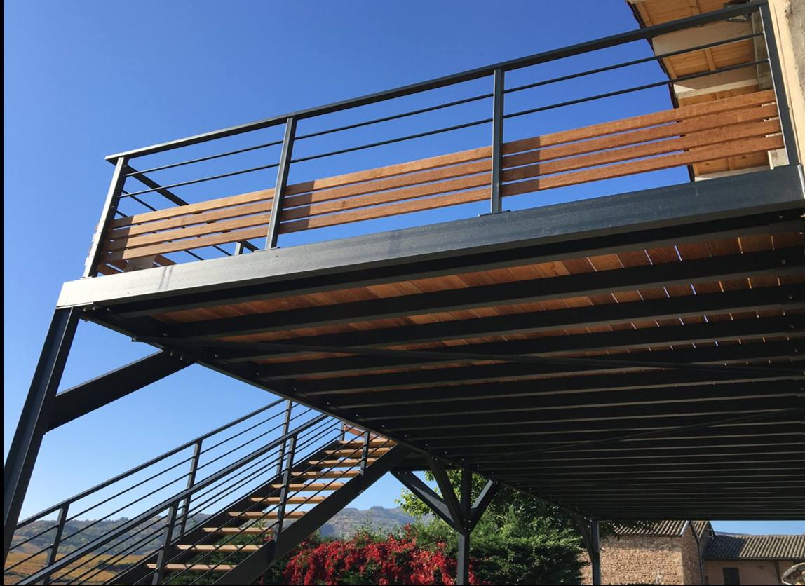 Structure Terrasse Bois Surélevée plateforme métallique. structure en acier galvanisé à chaud