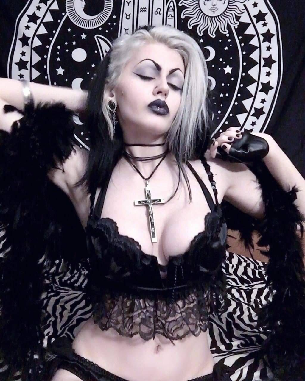 Pin on Gothic Beauties